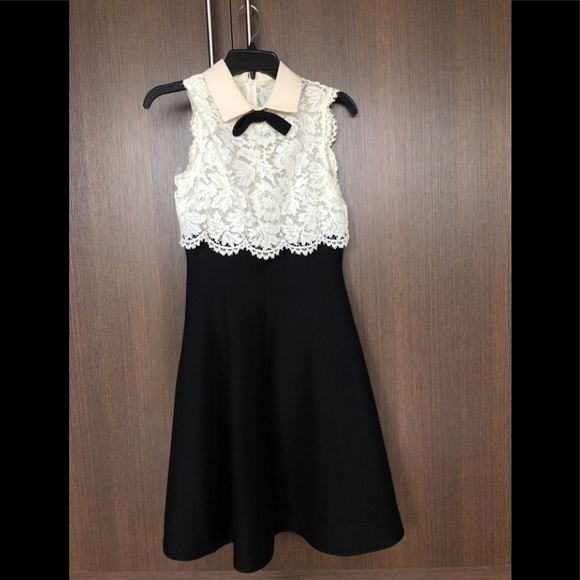 Valentino Dresses & Skirts - Valentino Lace Dress with Ivory Collar
